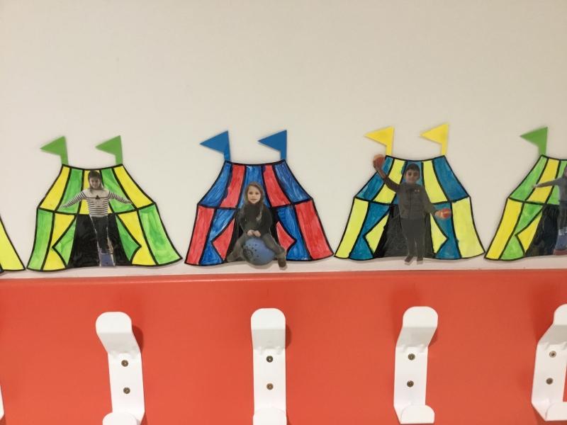Quel Cirque Dans Le Hall Ecole Saint Joseph Olonne Sur Mer